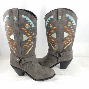 Dingo NWT grey suede cowgirl boots with design 8M